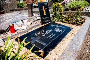 Schiefer-/Granit-Grabsteinplatte mit Kreuz