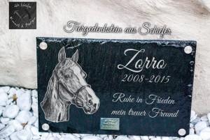 Tiergrabstin, Tiergedenkstein für ein Pferd namens Zorro