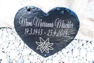 Grabstein oder Gedenkstein in Herzform