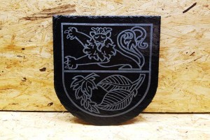 Wappen auf Schiefer