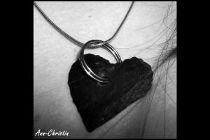 Schiefer Herzkette